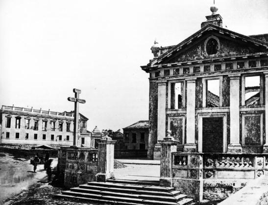 A Igreja em 1874 quando foi parcialmente danificada por um incêndio