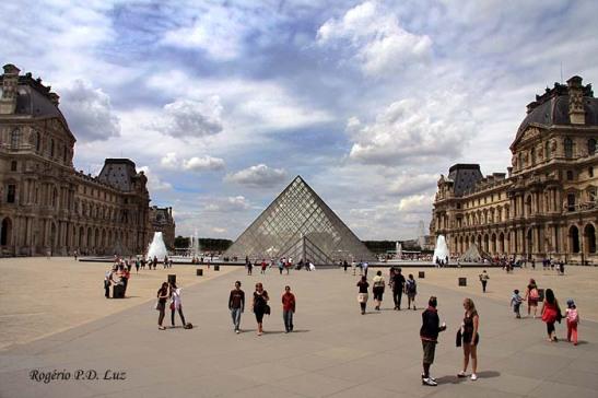 Paris, Museu de Louvre (foto: Rogério P.D. Luz)