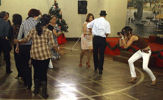 Nova presença na CMSP, a filha de Mário Carrero marcou presença mostrando a sua paixão pela fotografia e tirou fotos do começo ao fim da festa. Um dia ela me dá o link das suas centenas de fotos!!!