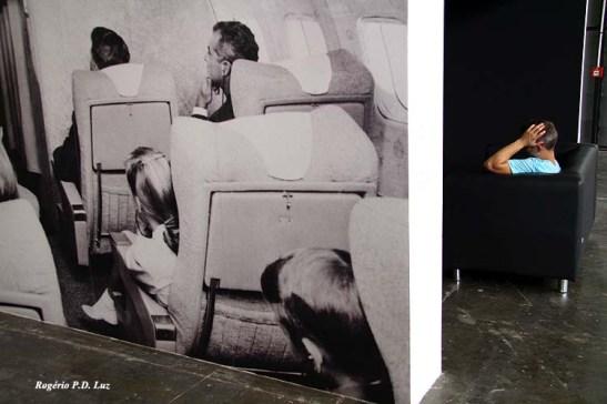 Observadores impressos na imagem e o de carne e osso com o mesmo propósito: observar