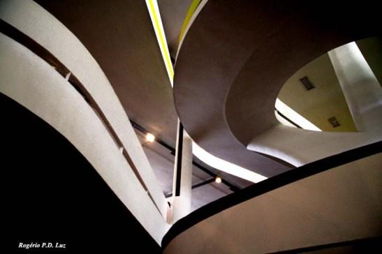 contornos e curvas tornam o prédio da Bienal sempre uma obra de arte