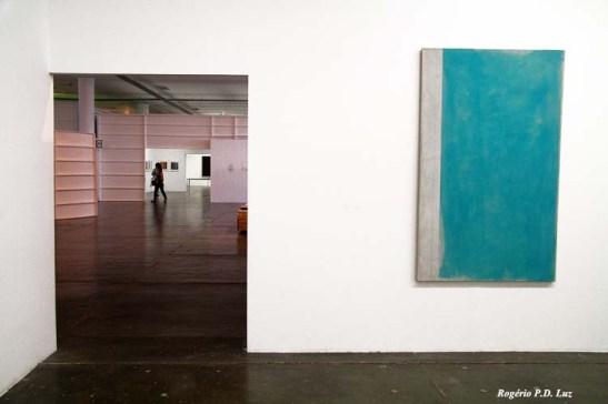 e esta outra porta cria outro quadro a querer fazer companhia com aquela pendurada na parede
