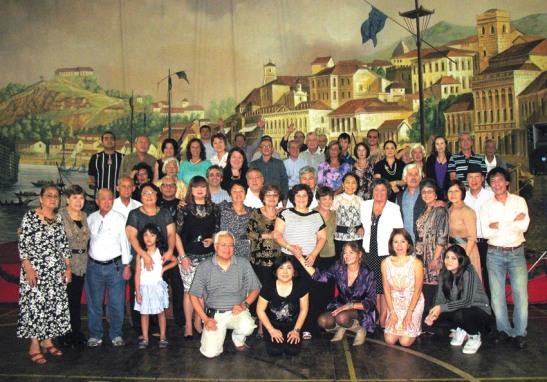 Após a festa, um grupo reuniu-se para desejar a você, a comunidade macaense mundial e amigos, um Feliz Natal e Próspero Ano Novo