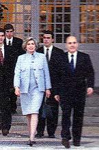 Gov. Rocha Viera e esposa deixa a residência oficial