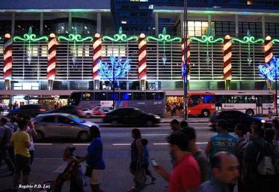 Conjunto Nacional. Av. Paulista com a Rua Augusta