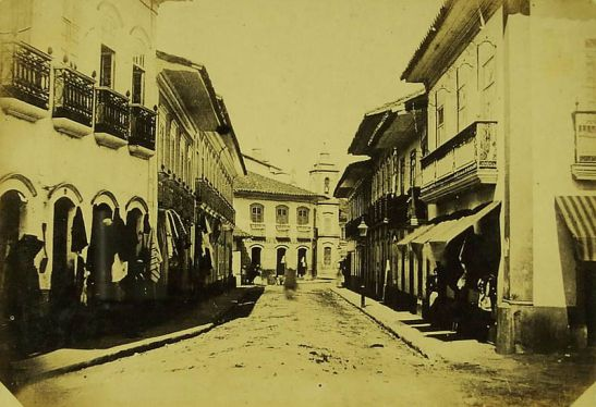 Rua Direita, em fotografia de Militão de Azevedo, de 1862. Ao fundo, vê-se a torre da Igreja de Santo Antônio. (fone Wikipedia)