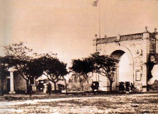 As Portas do Cerco na viragem do século (era onde se delimitava a fronteira com a China nos tempos em que Macau era administrada pelos portugueses)