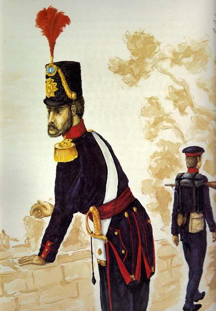 Capitão em grande uniforme e soldado em ordem de marcha