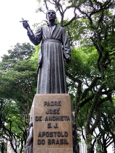 Padre José de Anchieta. estátua na Praça da Sé