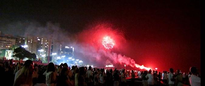 Tambem soltaram fogos de artifício de outros pontos, como a Fortaleza da Barra