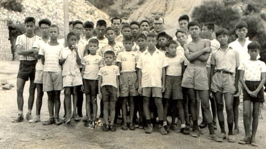 Padre Mendes em companhia dos alunos do Seminário de São José