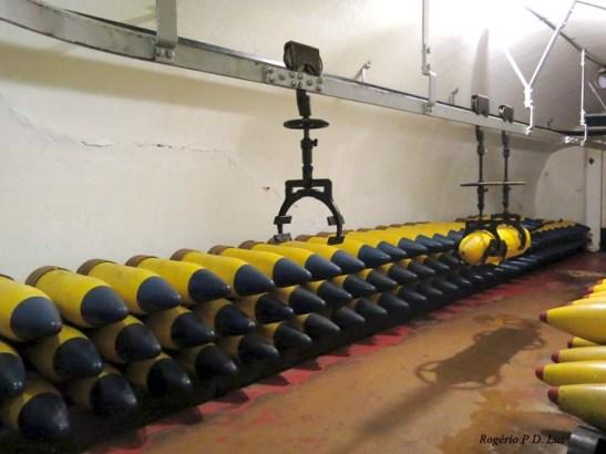 As granadas dos canhões de 305 mm