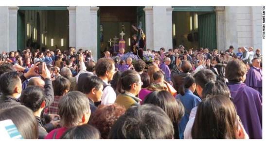Saída da procissão da Sé Catedral. Imagens de Pedro André Santos e do Jornal Tribuna de Macau
