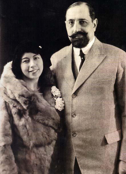 A jovm Primeira Dama, Maria Anna Acciaioli Tamagnini, e o Governador, em finais dos anos 20