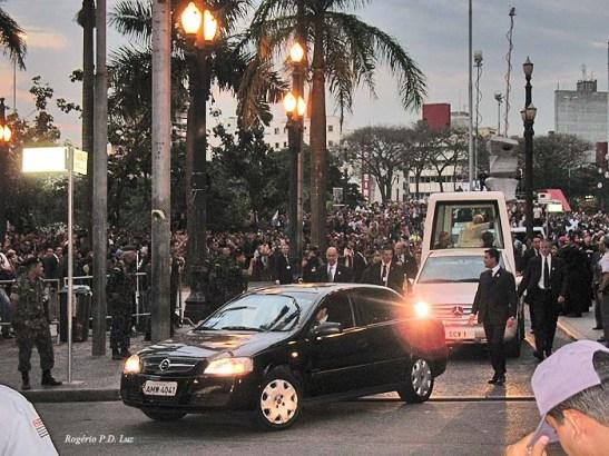 O fim da visita a São Paulo, após deixar a Catedral da Sé