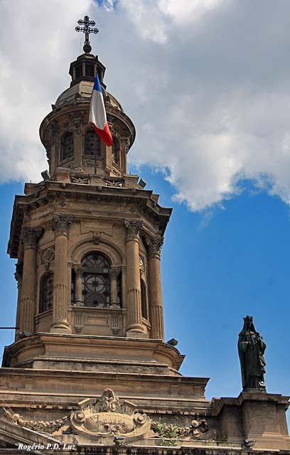 Uma das duas torres que somente foram construídas nos finais de 1800