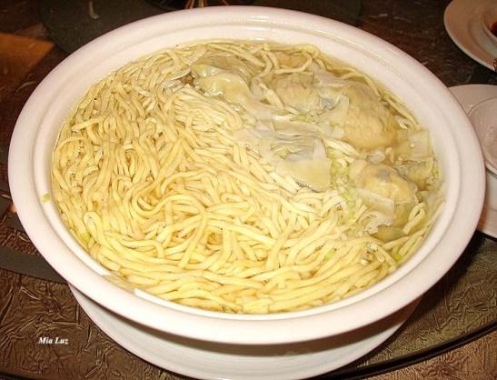 Min (macarrão chinês) com van tân com camarrão.