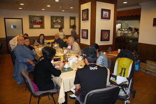Antes de comer as delícias acima, fomos jantar na APOMAC, sempre um ambiente familiar e amigo.