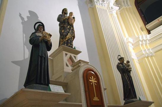A imagem de São José, ao centro