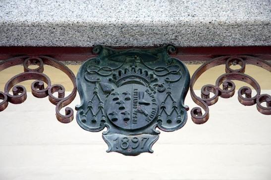 Inscrição no topo do portão
