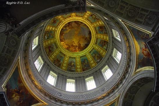 Aspecto interno da cúpula dourada