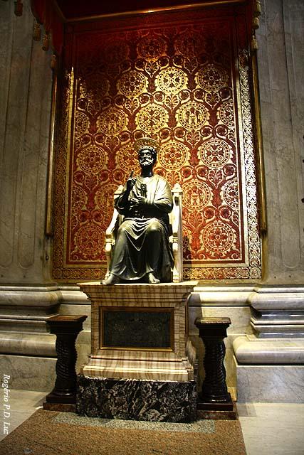 Estátua em bronze de São Pedro