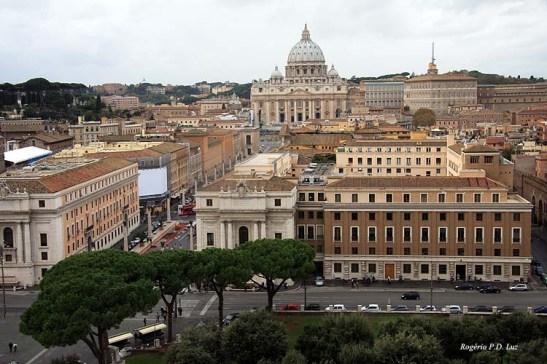 O Vaticano e a Basílica de São Pedro vistos do Castelo Sant'Angelo que fica bem próximo