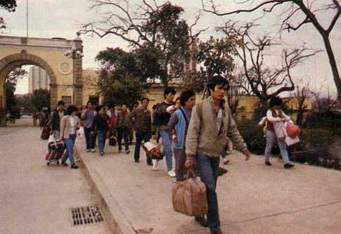 A circulação de pessoas pela fronteira de Macau para venerar os seus mortos