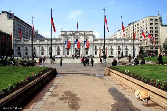 Palácio de La Moneda é a sede da Presidência da República do Chile. Também abriga o Ministério do Interior, a Secretaria Geral da Presidência e a Secretaria Geral do Governo.