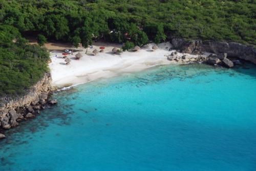 Curaçao no Caribe é famosa pelas suas praias e o mar com água cristalina