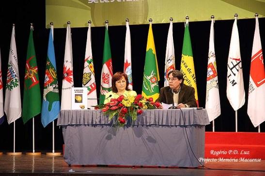 Maria João dos Santos Ferreira ao lado de Fernando Sales Lopes na apresentação de 'O meu Livro de Cozinha'..