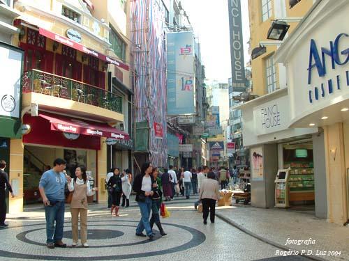Macau.antes.depois.Rua S.Domingos.2004