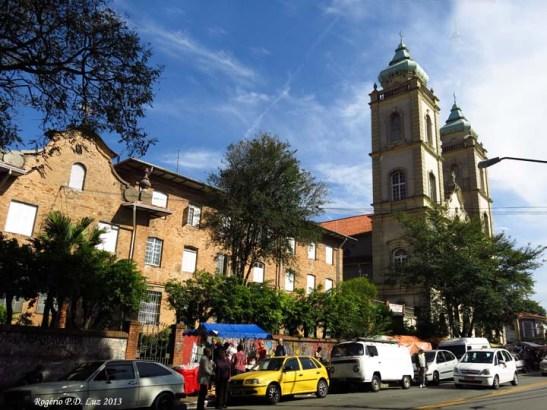Fica localizada na Av. Dr. Arnaldo, nº 1831