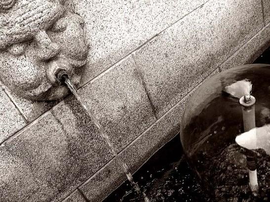 """""""... dos quais brota a água ..."""""""