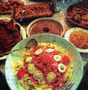 a Portuguese salad (beets, potatoes, tomatoes, hardboiled eggs) uma salada portuguesa (beterraba, batatas, tomates, ovos cozidos)