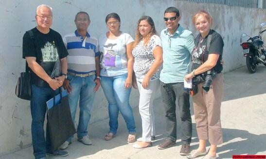 Logo à chegada com as funcionárias da Secretaria de Turismo, Ricardo Alexandre e Fernando. Foto Nilton Marcelino