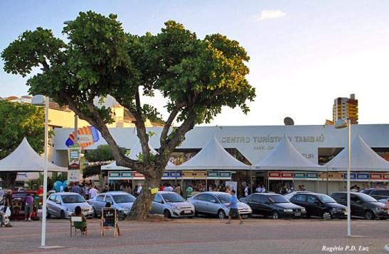 Centro Turístico de Tambaú com mini shopping.  No dia havia barracas e palco  para a festa de lançamento de festas juninas.  Uma boa pedida para viajar nesta época