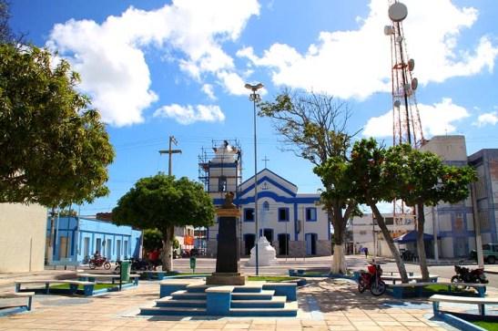 O início do passeio foi na praça onde se localiza a Igreja Matriz