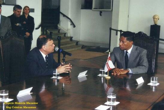 José Luís de Sales Marques, presidente da Câmara Municipal de Macau-provisória  discursa sobre o acordo