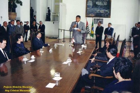O Prefeito Celso Pitta discursa sobre o acordo