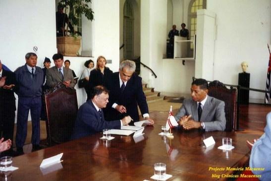 José Luís de Sales Marques assina o acordo de cidades irmãs - Macau e São Paulo