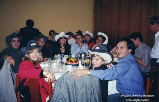Com os chapéus de cowboy oferecidos pelo Vereador Estima, que nas eleições do ano foi reeleito.