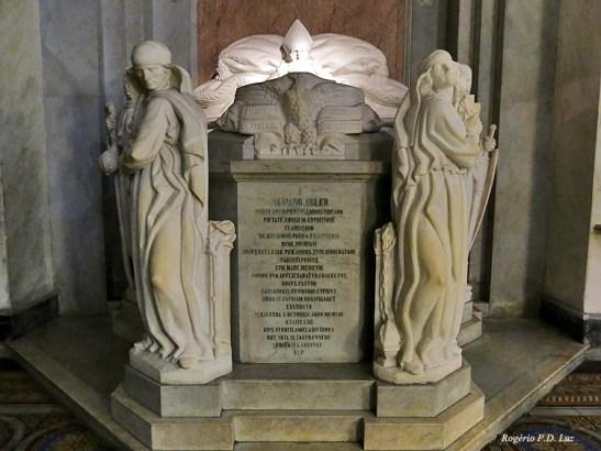 Entre as obras de arte do interior do templo salienta-se hoje o mausoléu do primeiro arcebispo de Montevidéu, Monsenhor Mariano Soler