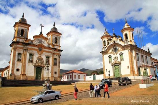 Esta é Mariana, a 18 km de Ouro Preto, e a uma hora de trem turístico. À esquerda, a Igreja de São Francisco de Assis e à direita, a Igreja de Nossa Senhora do Carmo