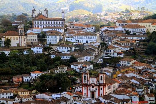 Um passeio que liga Ouro Preto, na foto, a Mariana, duas cidades históricas de Minas Gerais