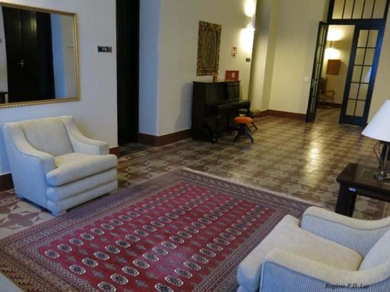 Sala de estar onde além do quarto do Papa, também tem mais três quartos que são alugados quando a Pousada estiver lotada.  Quando o Papa estiver hospedado, nesses quartos ficam instalados seus assessores,