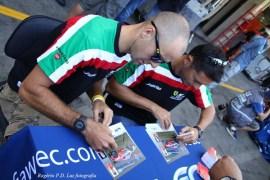 Fisichella à direita e Bruni, na sessão de autógrafos antes da corrida