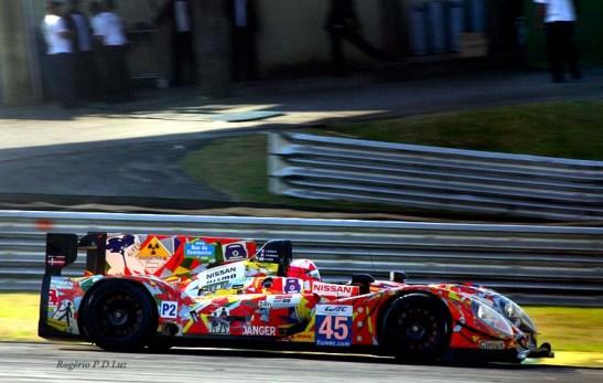 Pintura espalhafatosa do carro nº 45, um Morgan-Nissan dos pilotos: Jacques NICOLET, Jean-Marc MERLIN, Keiko IHARA. 5º colocado na LMP2
