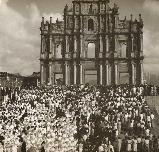Missa campal nas Ruínas de São Paulo em 1950