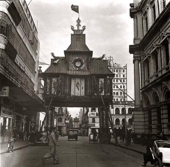 Arco festivo na Av. Almeida Ribeiro em 1950